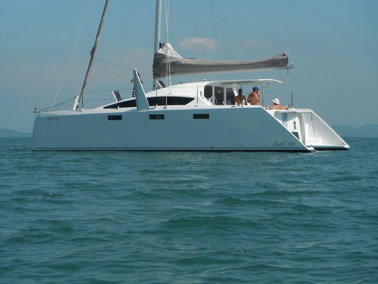 Barefoot 40 catamaran Image 4