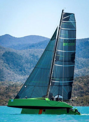 Barefoot Racing in the Whitsunday Islands pic-02