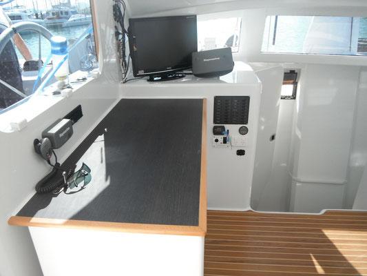 Barefoot 40 catamaran interior image 4