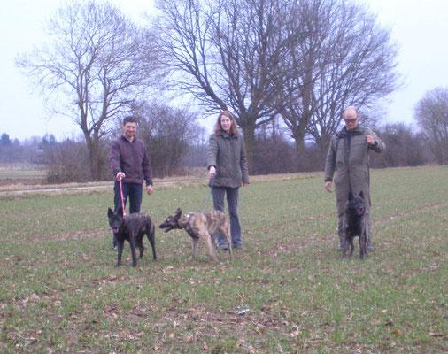 Hier ein Foto von Andreas mit Fiby, Janina und Fardo.(Fiby's Bruder) und von Anne-Bram, der Vater von den beiden.