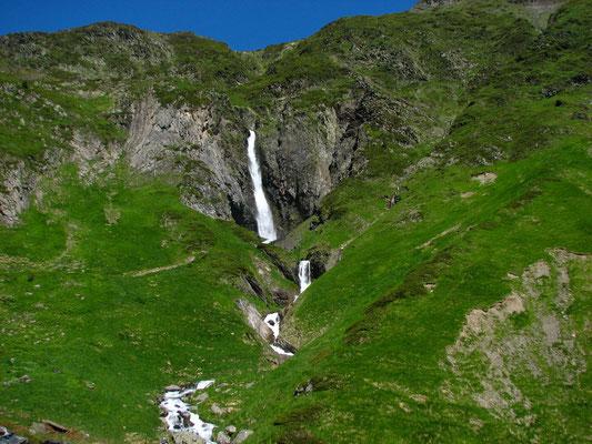 en montant au lac d'Ilhéou ( cascade de Sahucs)