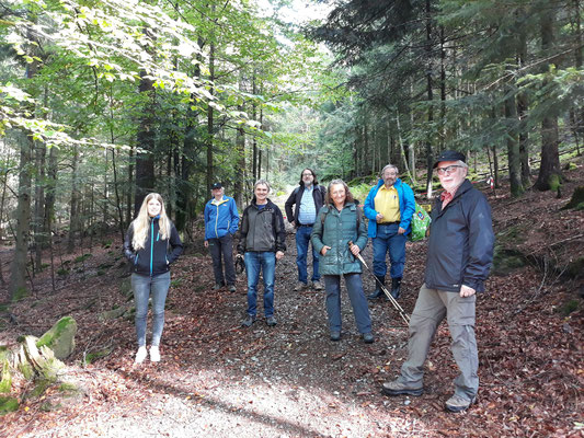 Das Team im Wald.  Foto: Carmen Prinz