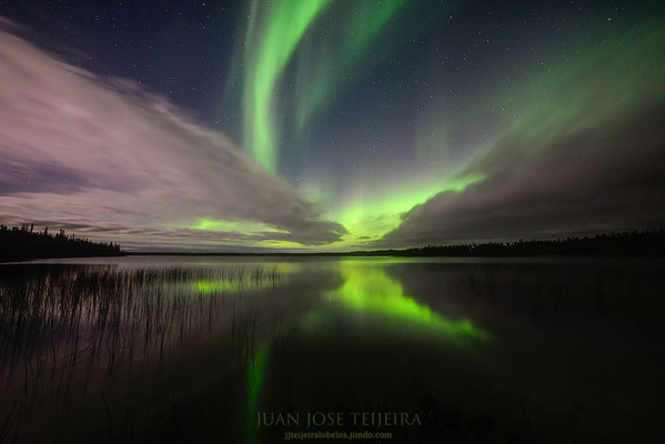 Aurora boreal en Pontoon Lake, Yellowknife.