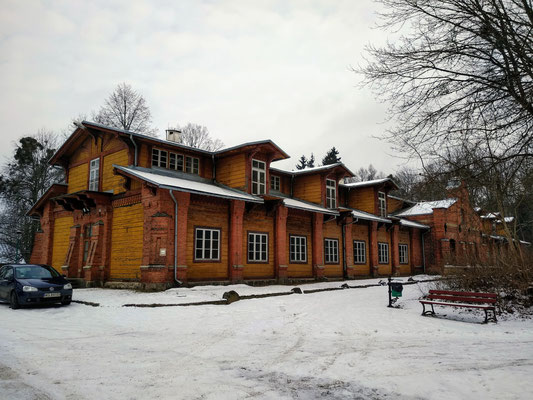 Edificios del palacio de caza, hoy reconvertidos en administración del parque.