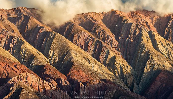 Es parte de la formación calcárea llamada Yacoraite que se extiende desde la provincia de Salta, atravesando la Quebrada de Humahuaca y luego el Altiplano boliviano hasta Perú.