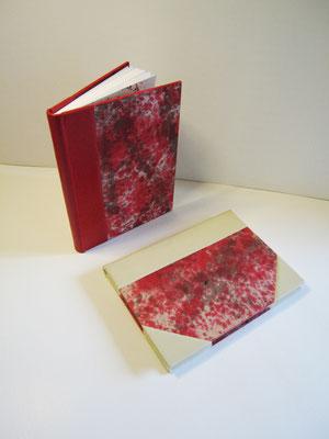reliures 1/2 peau, décors à l'encre sur les cartons