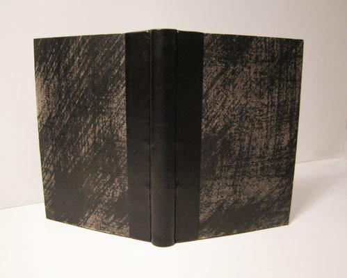 reliure 1/2 peau, décors à l'encre sur les cartons