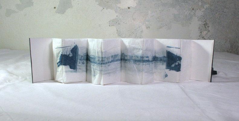 petit livre accordéon mou, livre d'artiste photos cyanotype