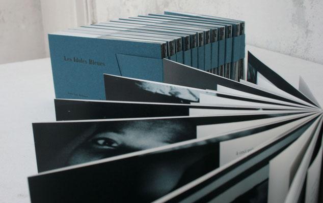 reliure à couture apparente s'ouvrant à 360°,  livre d'artiste mêlant photos et poèmes