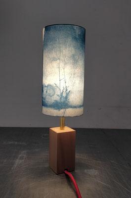 abat-jour cyanotype 10 x 20 cm, pied bois et laiton