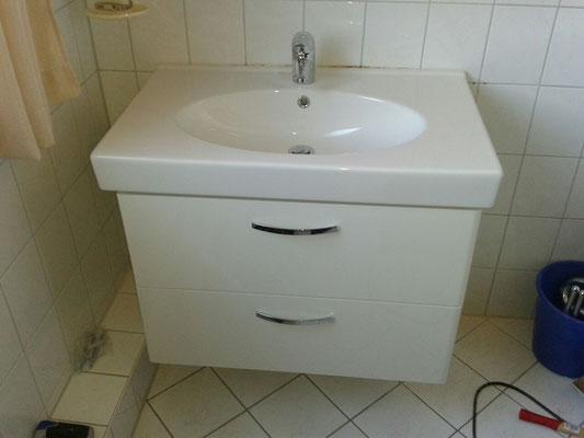 Waschbecken mit Unterschrank montieren