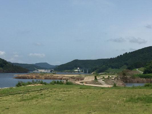 この位置からは津軽ダムが見えなったのに・・・。