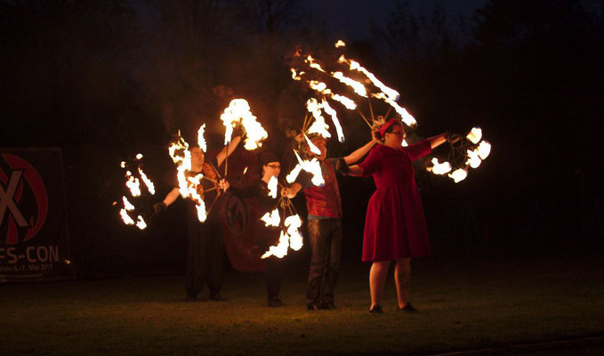 Feuershow Pyrometheus mit Nordlichter Hamburg (Foto: Daniel Brachmann)