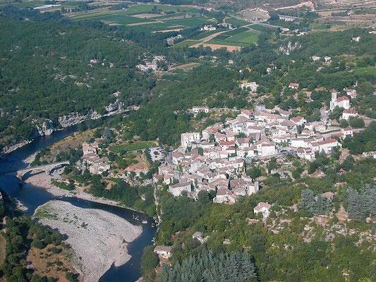 """Balazuc, classé parmi """"Les Plus Beaux Villages de France"""" -Camping à la ferme Ardèche"""
