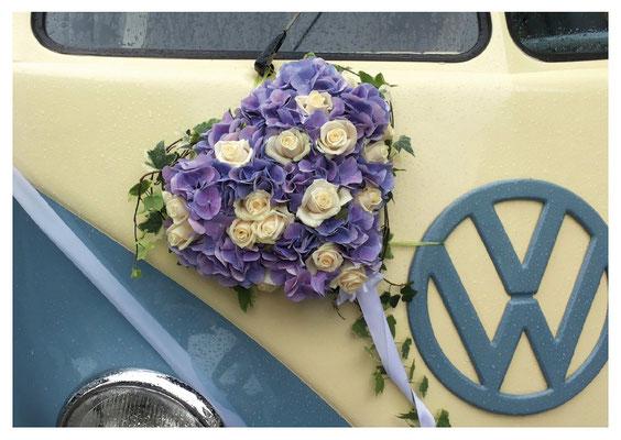 lila Blumenherz am VW Nr. 27