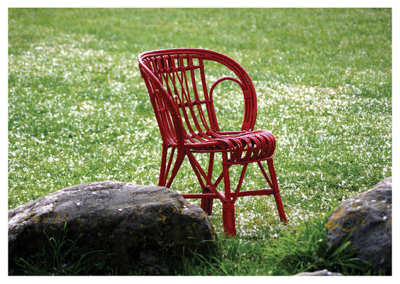 roter Stuhl im Frühling Nr. 22