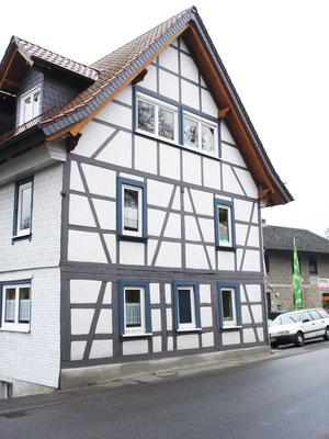 Schmitt Architektur Heidelberg- Umbau und Instandsetzung eines alten denkmalgeschützten Bauernhauses Straßenseite