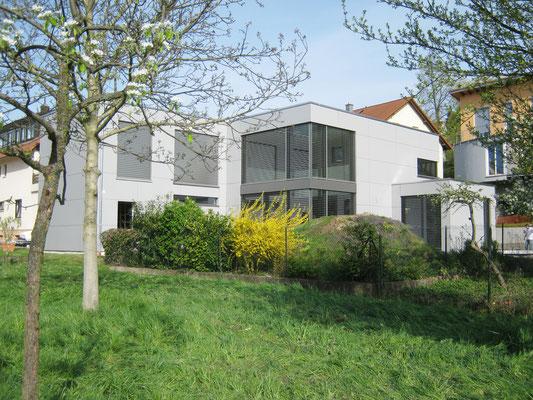 Schmitt Architektur Heidelberg - Neubau KFW Effizienzhaus 55 Standard (ENEV 2009) - in Weingarten / Baden - Gartenansicht