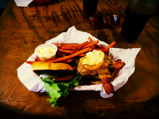 Groveland Saloon Burger