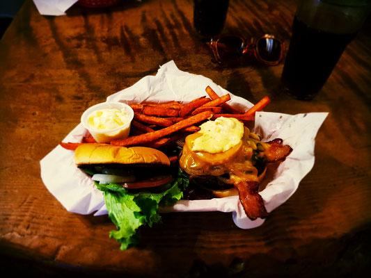 Groveland Saloon Burger