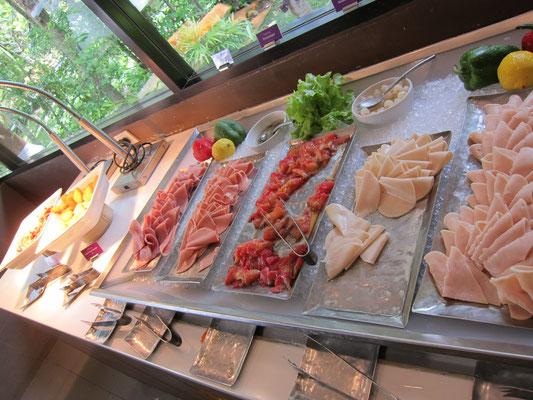 Frühstück Dusit Thani Beach Resort