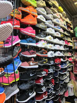 Chatuchak Markt Nikes umgerechnet 22,- Euro
