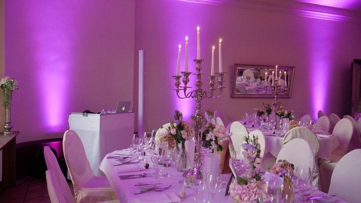 DJ Schloss Kartzow Hochzeit ganz in Weiß, inkl. passender Technik