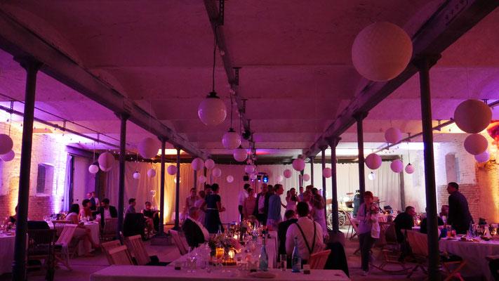 Hochzeit mit DJ Tanke in der Veranstaltungsscheune des Gut Boltenhof
