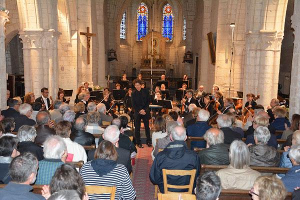 Vue d'ensemble de la nef au début du concert.