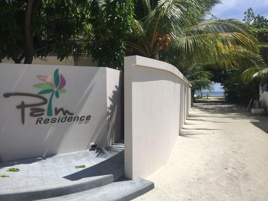 Eingang Gästehaus Palm Residence