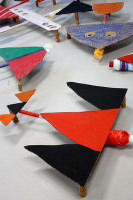 Upcycling-Flugzeuge entstanden im Mittagsband