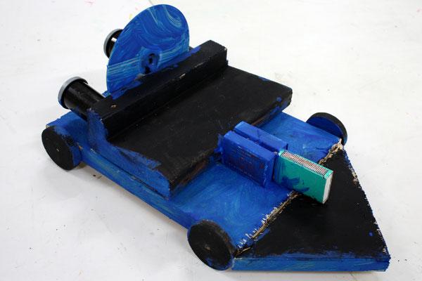 Upcycling-Raketenauto entstanden im Mittagsband