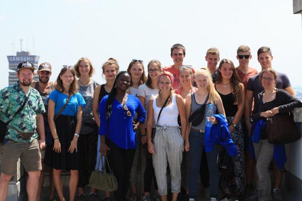 """Alle """"Weltwärts""""-Freiwilligen in Sambia, gemeinsam beim Einstiegsseminar in Lusaka."""