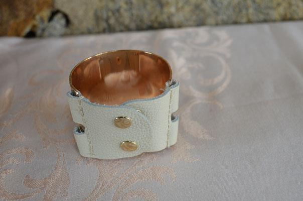 Modeschmuck Armspange, 5 cm breit, Metall in rosegold und echtem Leder. Preis: 3,00 €