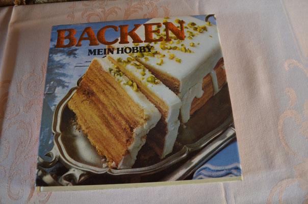 großes Backbuch, 1981, 240 Seiten, reich bebildert. Preis: 4,00 €