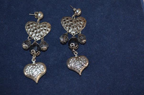 Modeschmuck Ohrhänger, Herzen mit Kunststoff Perlen. Antik Style. Etwa 1990er Jahre. Preis: 2,50 €