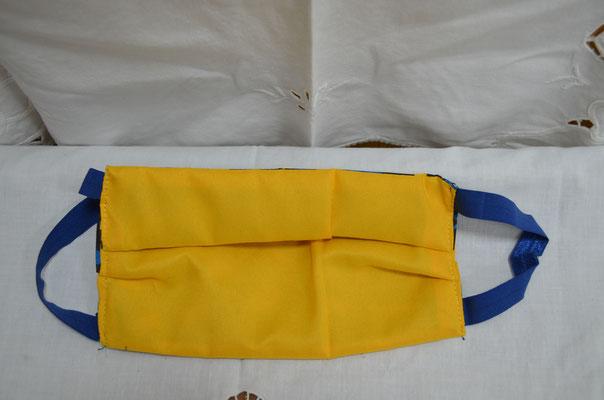 Behelfsmaske 2 seitig tragbar. Gelb/Blau Leomuster, Design by Zeitzeugen-Manufactur. Preis: 6,50 €