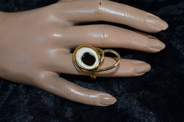 Statement Ring aus Aludraht und einem Musterknopf. Design by Zeitzeugen-Manufactur. Unikart, Handarbeit. 5,00 €