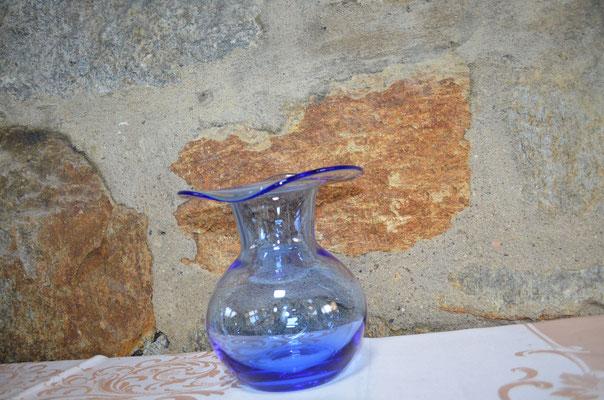 blaue Glas Vase mit Abriss. ca. 18 cm hoch. Preis: 9,90 €