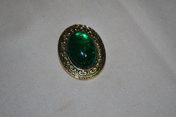 Modeschmuck Schalclip mit grünem Glas Cabochon. Etwa 1980er/1990er Jahre. Preis: 2,90 €