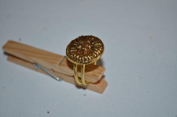 Ring aus Aludraht und einem Musterknopf. Design by Zeitzeugen-Manufactur. Unikat, Handarbeit, 3,00 €