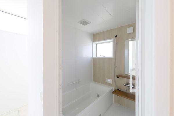 シンプルで暖かいお風呂
