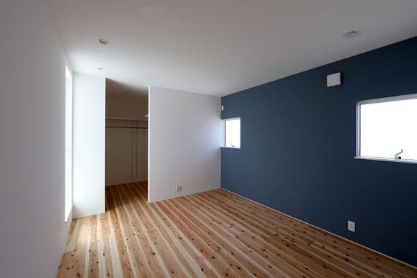 シンプルでシックな寝室