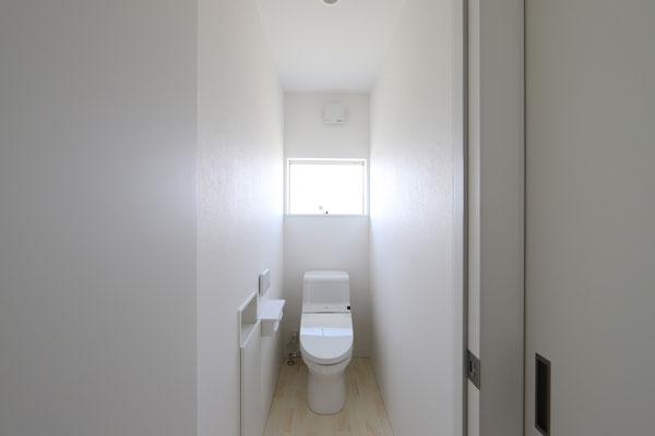 清潔感あるシンプルなトイレ