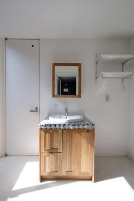 ちょっとレトロな雰囲気のある洗面台はお気に入りコーナー