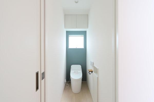 清潔感あるトイレはブルーをアクセントに