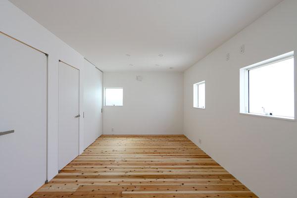 シンプルで可変性のある子供部屋