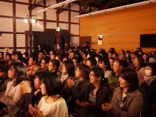 全公演、満席。暖かいお客さんたち。