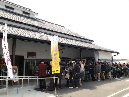 熊本市内からも遠い、日奈久と温泉街に長蛇の列が!!