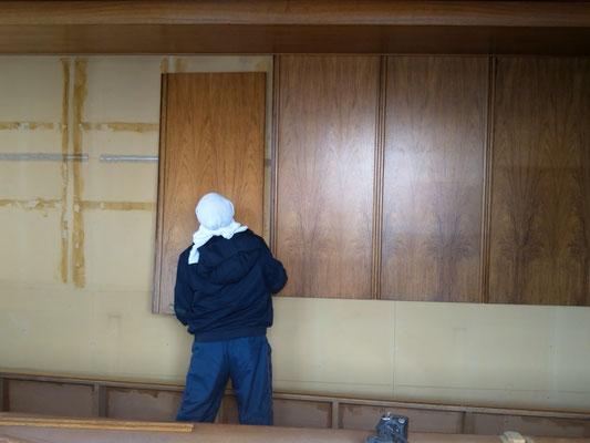 H31.2.18 旧社屋会議室にて、移設のための解体作業が始まりました